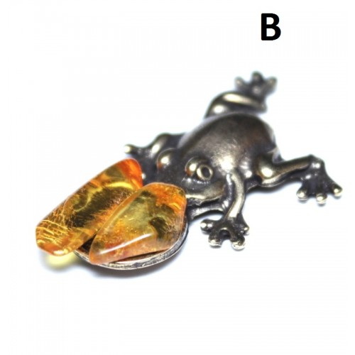 Brass Chinese Money Frog With Baltic Amber