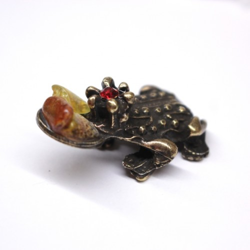 Chinese Money Frog With Baltic Amber