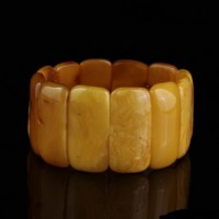 Antique Vintage EGG YOLK pieces Baltic amber stretch bracelet 29g